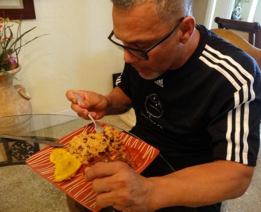 Probando el plato con la Salsa del chefBoyardee