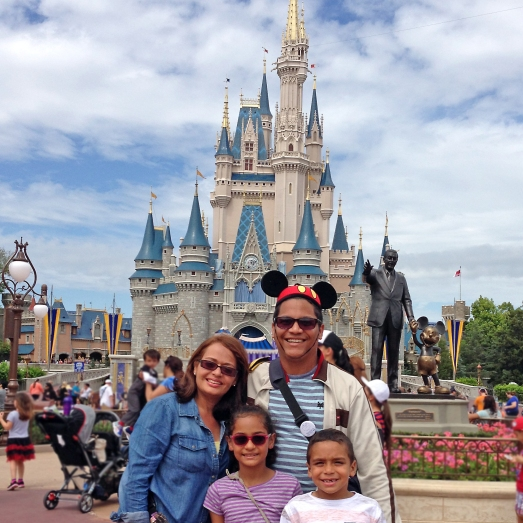 Magic Kingdom Disney Familia