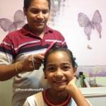 Peinando a mi hija